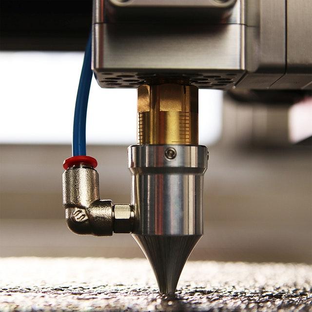 proces cięcia laserowego różnych materialów